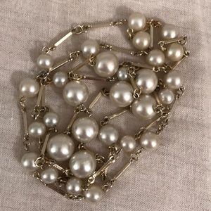 """Vintage 1950's Classic Metal Pearl Necklace 21"""""""